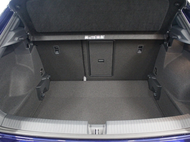 VW T-Roc 1,5 TSI Sport AHK+NAVI+SHZ